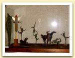 Vetrina con piccoli bronzi, foto 2006.JPG